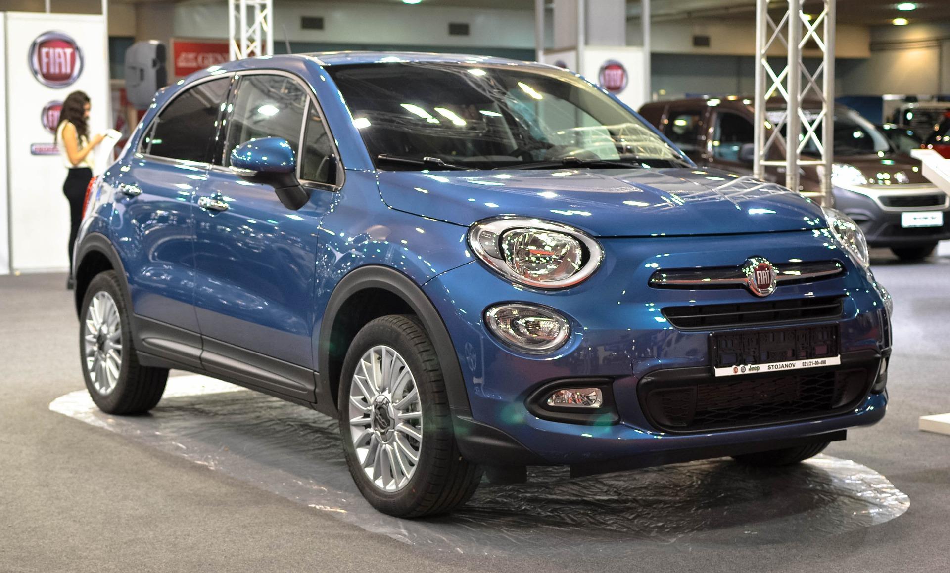 Ein blauer Fiat